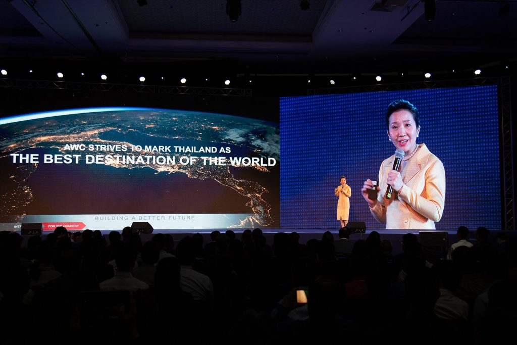"""Asset World Corporation provides a vision to raise the benchmark of tourism industry through lifestyle real estate projects in the Seminar """"Thailand 2020 Fight The Economic Storm"""" by Prachachat Turakij"""